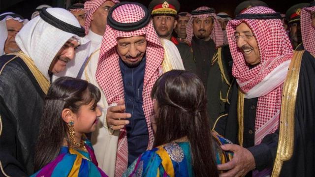 خادم الحرمين الشريفين الملك سلمان يحضر حفل في دار الأوبرا