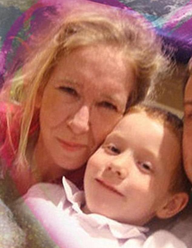"""""""سالي جونز"""" تحاول الهرب من داعش بالرقة وإبنها يهددها بالقتل"""