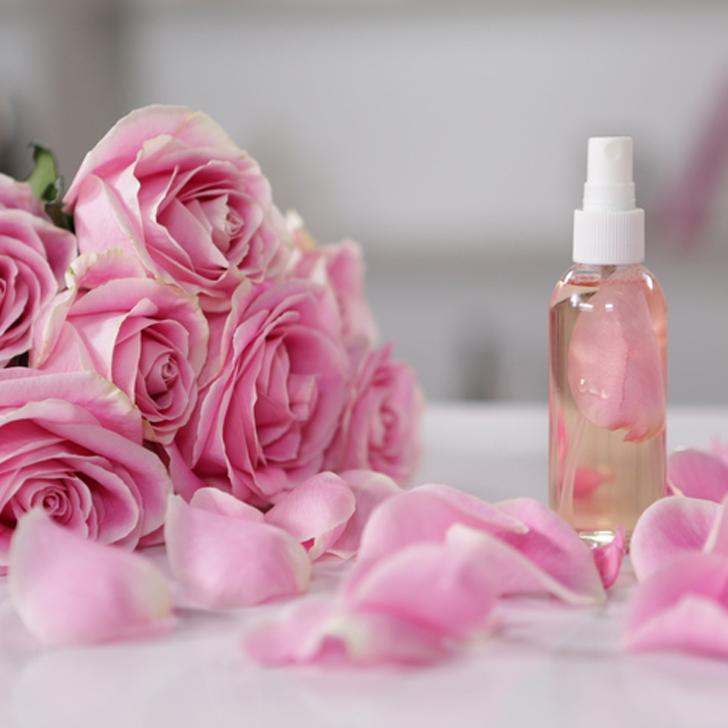 رذاذ طبيعي من ماء الورد وجوز الهند لتبيض البشره والتخلص من التصبغات !