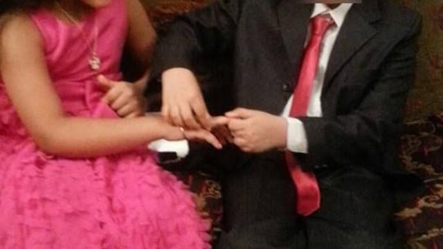 بالصور: أصغر خطبة مصرية.. العريس في العاشرة والعروس في التاسعة!