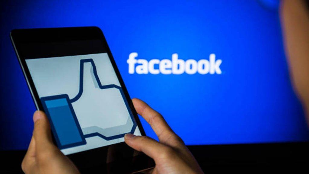 """دراسة: تقليل استخدام """"فيسبوك"""" لـ10 دقائق يومياً يبعد عنكم الاكتئاب"""